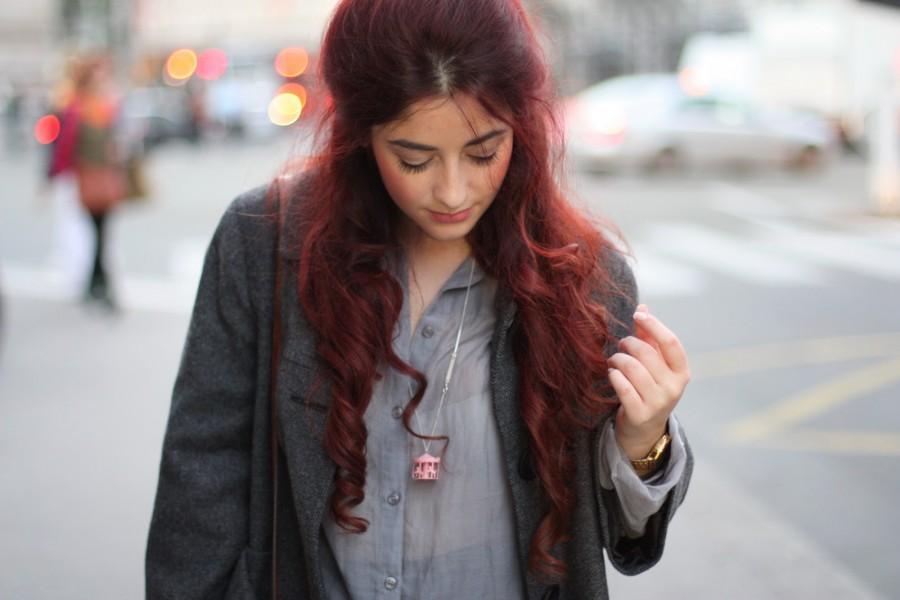 Chemise grise et sac camel - Blog Mode